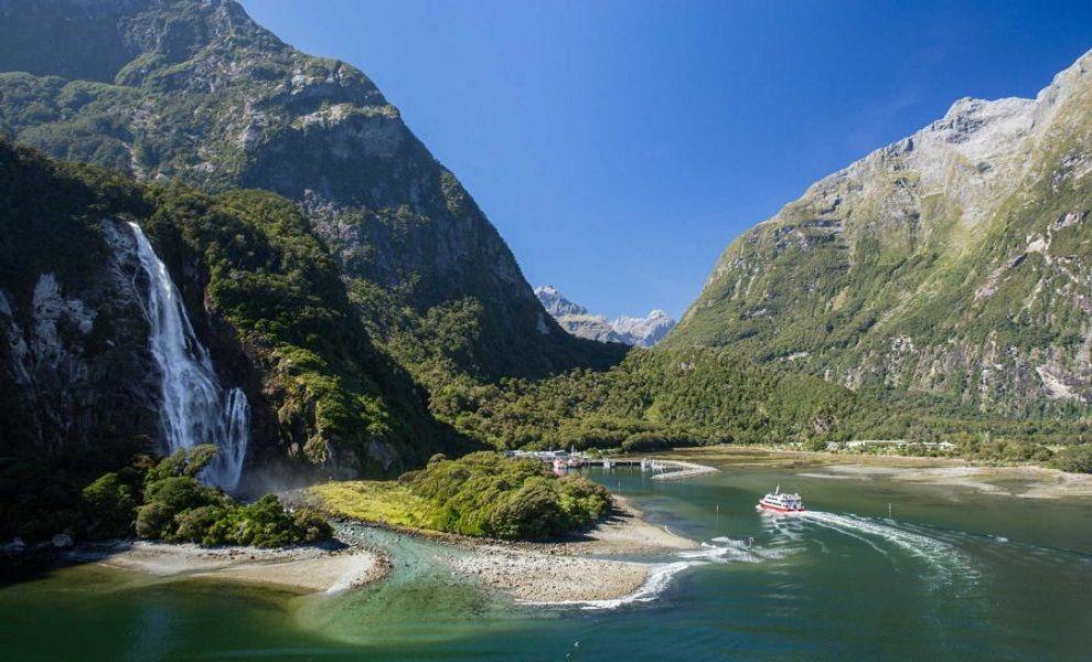 Bowen Falls at Milford Sound - New Zealand